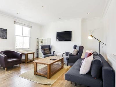 Photo for Trendy 1 bed Sleeps 4 w/Roof Terrace in Islington