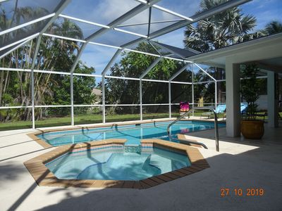 Stunning Vibrant Vacation Rental With Large Heated Pool And Spa