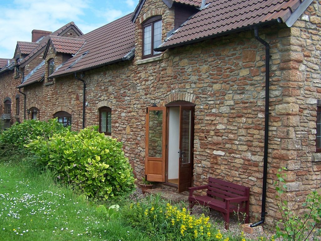 Idyllic relaxing country cottage dog friendly free use of - Pet friendly cottages with swimming pool ...