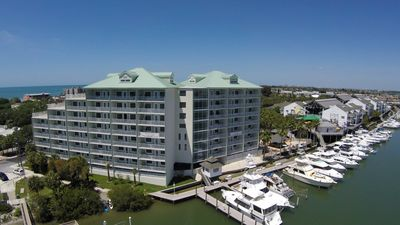 Photo for 2/2 On the Intracoastal, 4 water park passes inc, 3 min walk to BEACH!