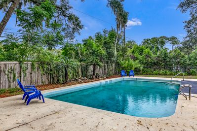Oversized pool in fully fenced yard