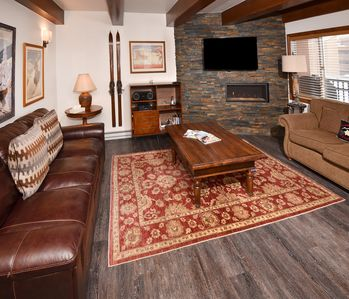 Photo for Walk to slopes, shops & dining, 2 hot tubs, patio with slopes views!