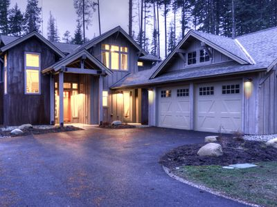 Photo for Brand new centrally located 5 BD Suncadia Lodge with 3 King en suite bedrooms!