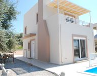 Lovely villa and pool with great views in a very peaceful setting