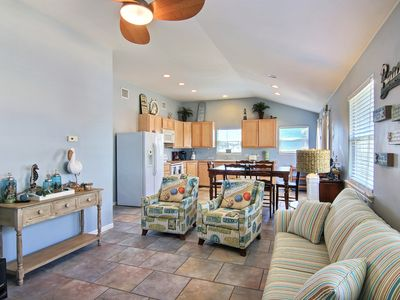 Salty Dawg Shores: Quaint Home In Town-Walk, Boat Parking, Deck/Patio