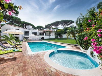 Photo for Large 5 bed/3 bathroom family villa in Vale Do Lobo.