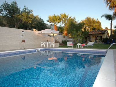 Photo for Holiday home with private pool, only 500m from the beach
