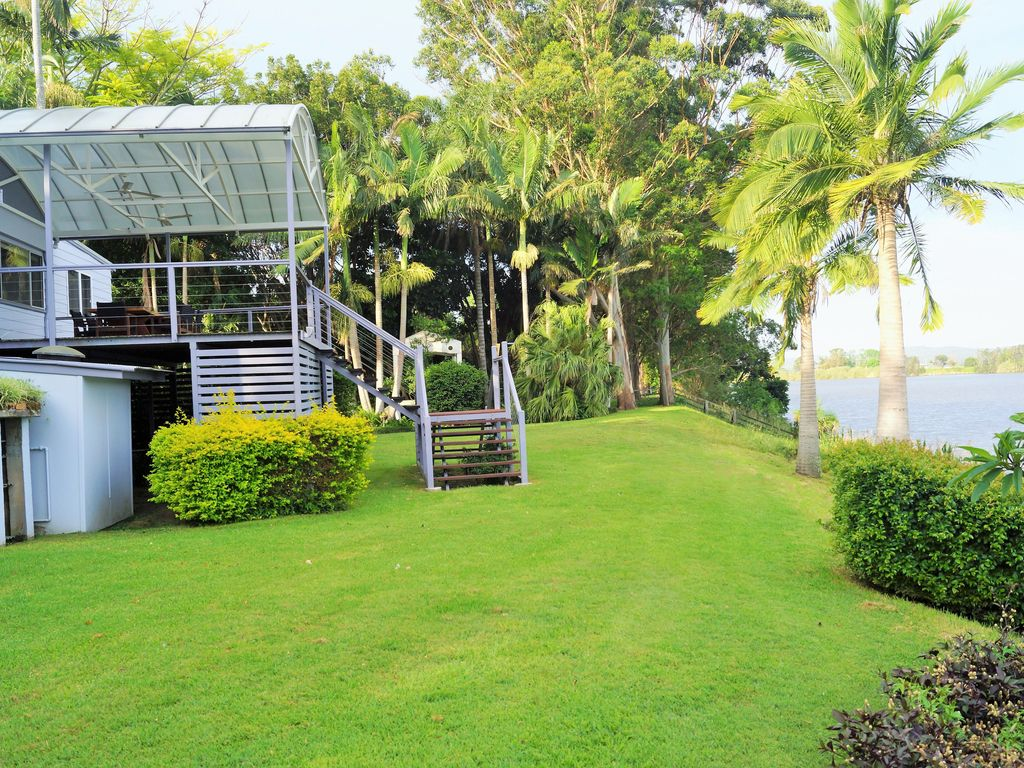 A quiet location with a Riverfront view which has its own mooring.