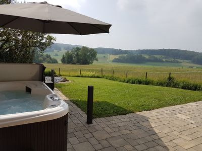 Photo for Outdoor hot tub, sauna, Dampdusche / Jacuzzi, outskirts, WLAN, completely fenced