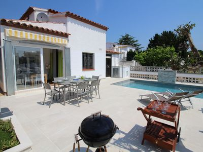 Photo for Cozy Holiday Home in Empuriabrava with Private Pool