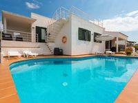 Just perfect! Villa Es Llaut very clean, spacious, well equipped and, above all, a great location...