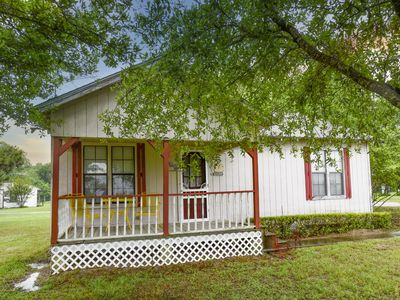 Photo for Retreat in fully furnished country Cottage minutes from Canton, TX