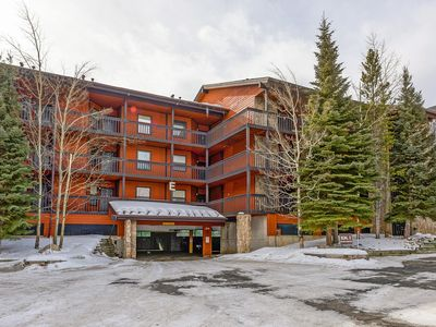 Photo for Mountainside 2 bedroom.  Minutes from prime skiing and hiking.  Five blocks from Main Street.