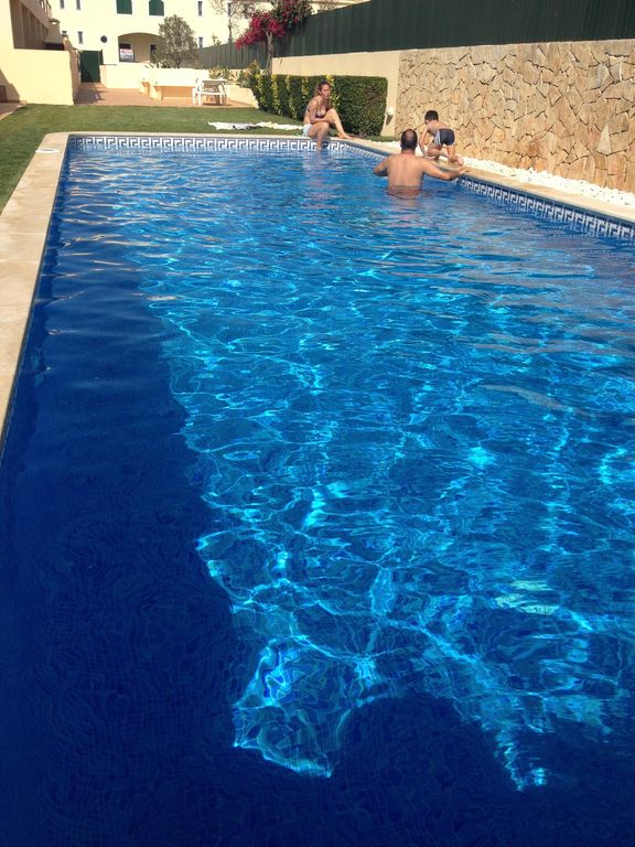 Swimming Pool Air Conditioning : Modern apartment with swimming pool air conditioning