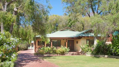Photo for Carramar Cottage - under peppermints by the beach