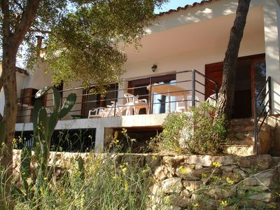 Photo for Villa with garden, in the heart of the hills, 5 minutes from the beaches