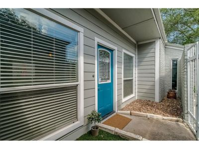 Photo for Gorgeous 4 bedroom 2 bath home near city center and galleria large backyard