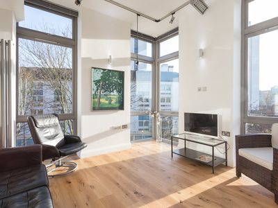 Photo for Modern top floor3 bed apartment with balcony overlooking park