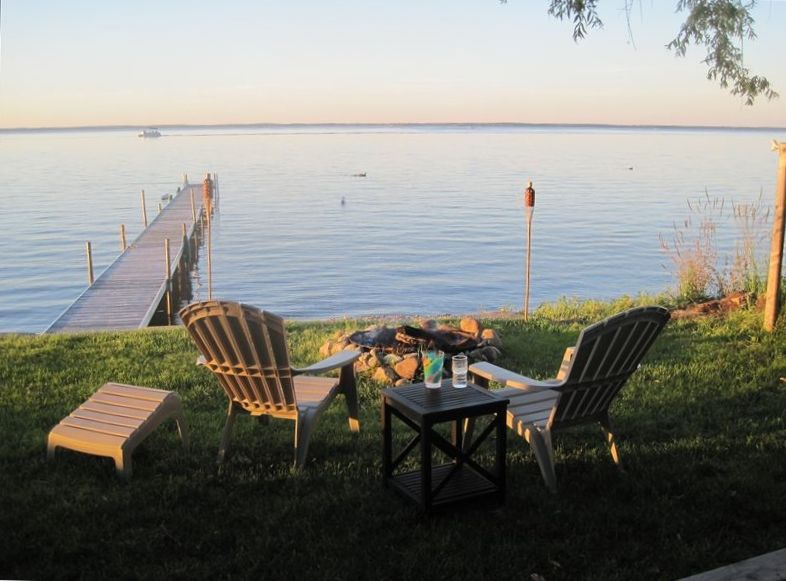 Great affordable lakefront retreat with private dock for Affordable lakefront homes