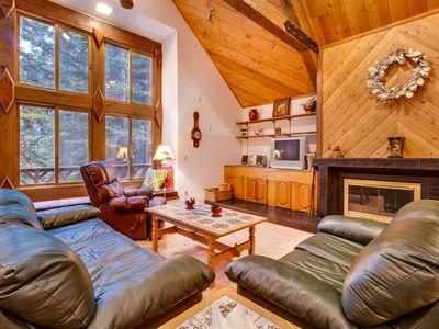 Photo for Comfortable cabin near hiking, biking, skiing and Tahoe Donner amenities!