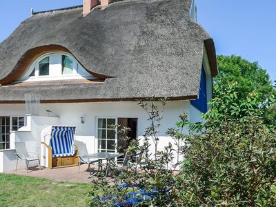 Photo for Thatched semi-detached house in a quiet location in Wieck on the Darß