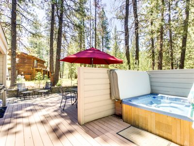 Photo for Enjoy a private hot tub & 8 SHARC passes at this convenient, spacious home