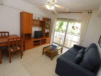 Photo for 2 bedroom apartment with capacity for 4/6 people on the beach front of