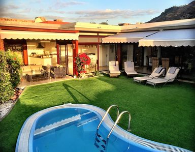 Uninterrupted sea views, private garden, heated pool, BBQ and free WiFi. Amazing