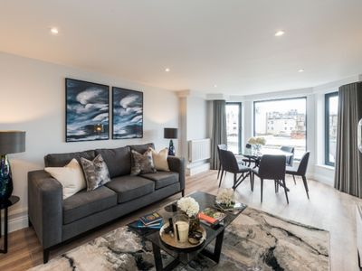 Photo for Chic 3 Bedroom Luxury Apartment in Earls Court