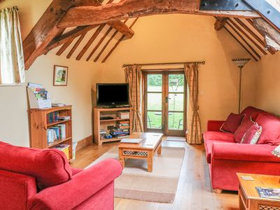 Photo for THE CIDER LOFT, pet friendly in Whitchurch, Herefordshire, Ref 937759