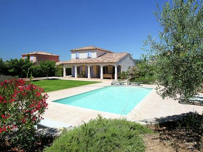 Photo for Attractive holiday villa on the Sainte Baume massif