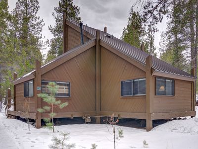 Photo for Cozy cabin in the heart of Sunriver just a short walk to SHARC!