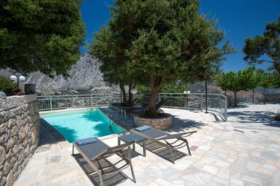 Have the chance to sunbathe and dive in the private swimming pool!