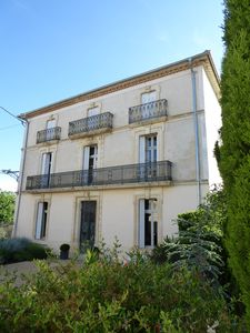 Photo for Traditional Maison de Maître with large private pool and mediterranean garden