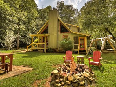 Get in touch with nature at this charming creek-front retreat.