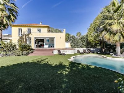 Photo for Luxury villa in Nice, quiet, A/C, heated pool, WIFI