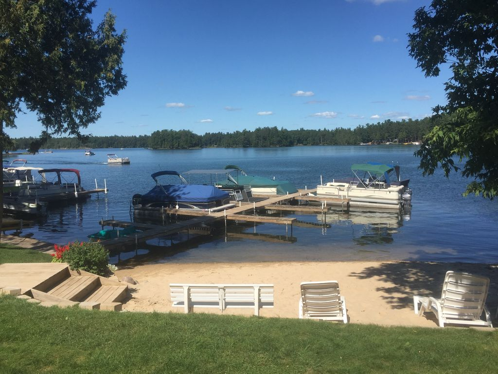 Affordable fully equipped lake front log cabin on clear for Affordable lakefront homes
