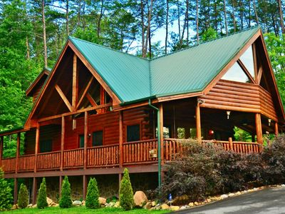 Photo for Kozy Lodge ~ Family friendly - WiFi- Game Room- Hot Tub-Minutes to Pigeon Forge & Gatlinburg