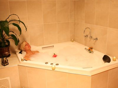 Photo for Honeymoon Apartment suite with spa bath and separate shower