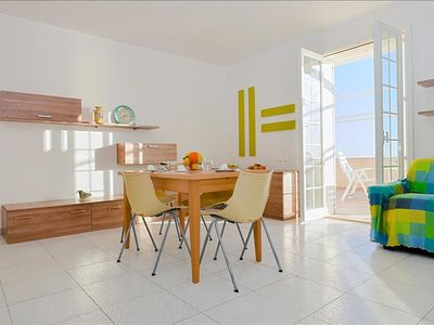 Photo for Bright apartment w/sea views veranda