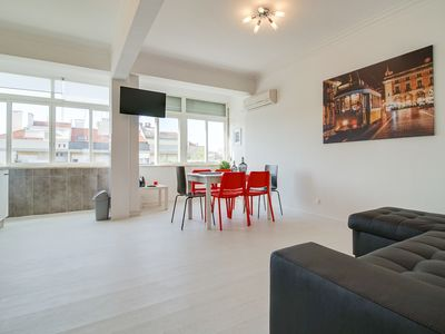 Photo for Bright & Modern 2bed apartment with views