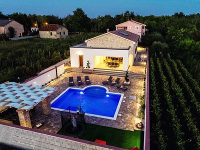 Photo for Villa Mery with sauna surrounded by vineyards, 8 people, 4 bathrooms, pool