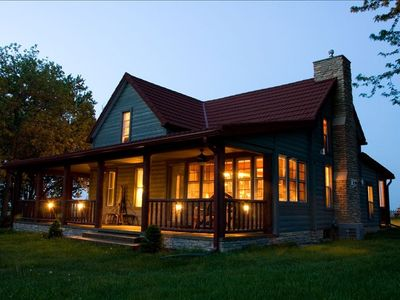STOTT LOG CABIN - wrap around porches - rocking chairs-outside dining for 12-14!