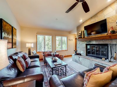Photo for 4th floor inviting escape w/ shared pool, mountain view, walk to lifts