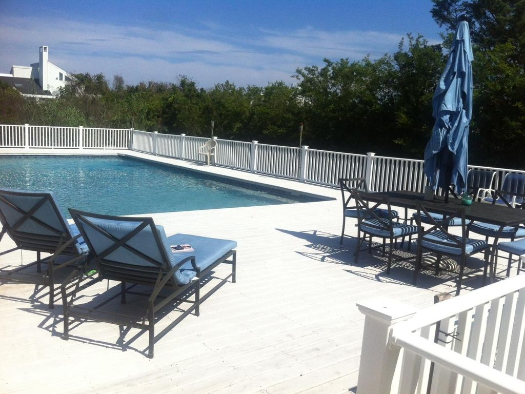 Property Image#18 Spacious 3+bedroom Villa With Heated Pool In West Hampton  Beach