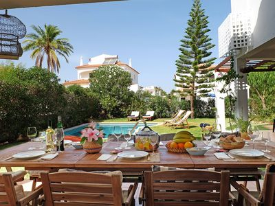 Photo for Quiet villa with pool in Vilamoura for families and friends