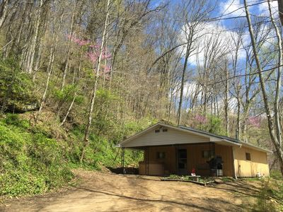 Photo for 5 Min From The Caves on 21+ Acres, Wi-Fi, Hot Tub, Fire Pit, Pet Friendly, Grill