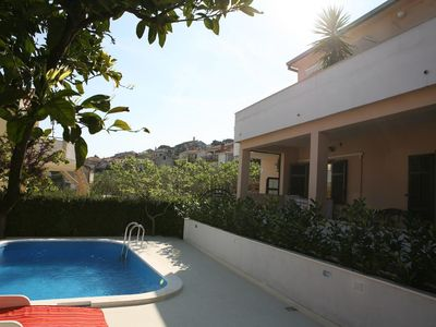 Photo for 200 m to the beach, shared outdoor pool, 2 people, free WiFi, free parking