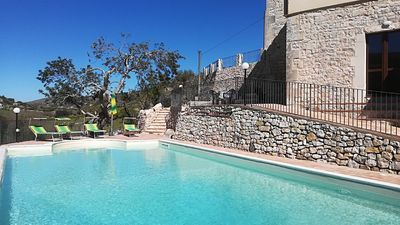 Photo for Stunning Sicilian stone villa with large swimming pool