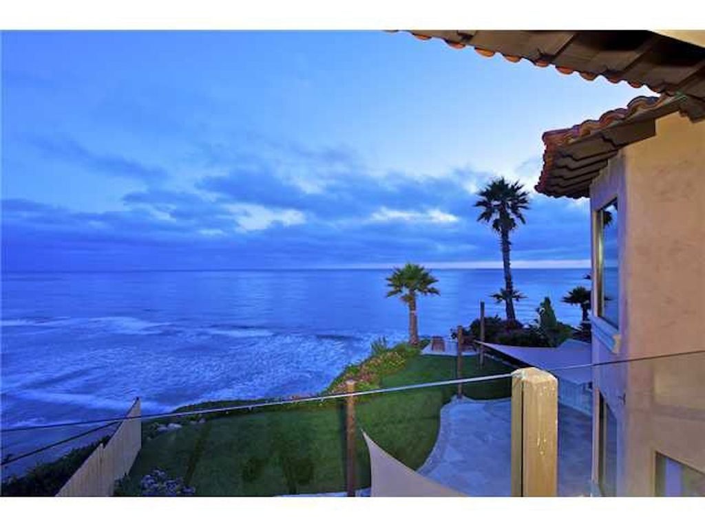 Beach House: Designer Oceanfront Beach House, Just Renovated ...
